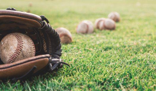 balls-baseball-glove-grass-1661950
